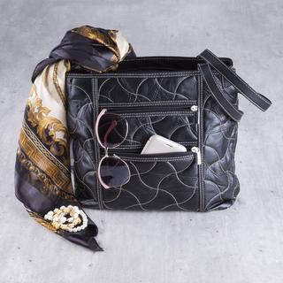 Dámská prošívaná kabelka černá