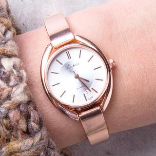 Dámské hodinky s kovovým páskem