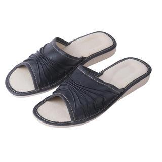 Dámské kožené pantofle na klínku