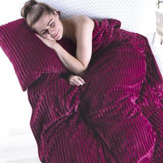Oboustranná deka s povlakem na polštář Ipala bordó
