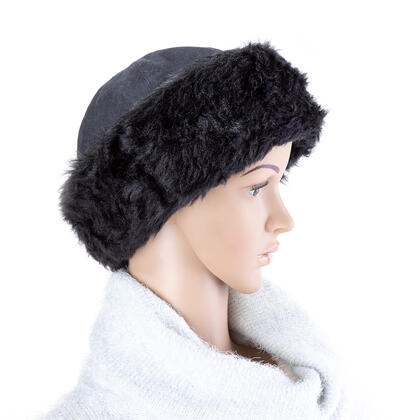 Dámská čepice s kožešinkou černá