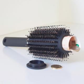 Kartáč na vlasy s úložným prostorem