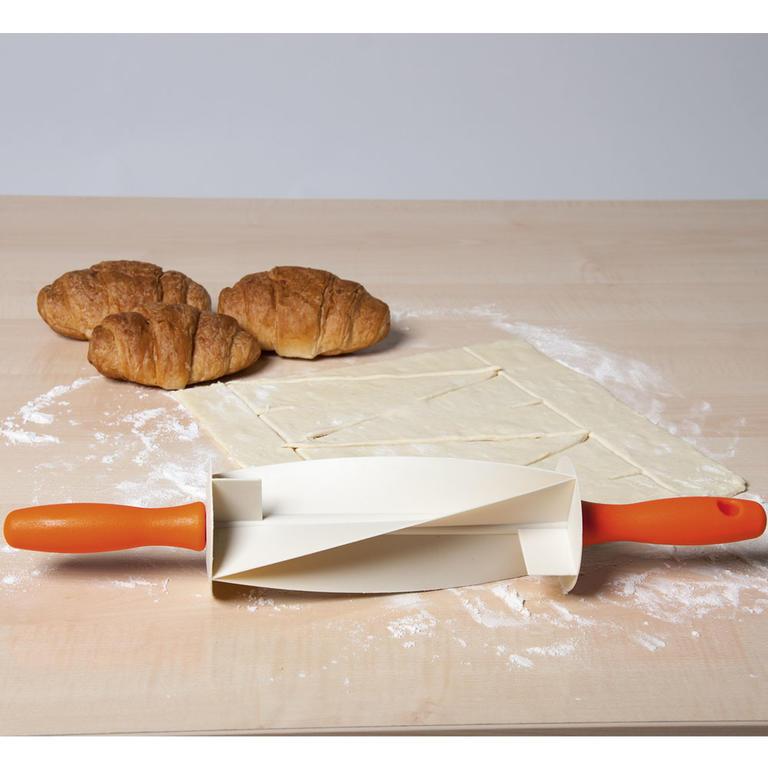 Váleček na přípravu croissantů