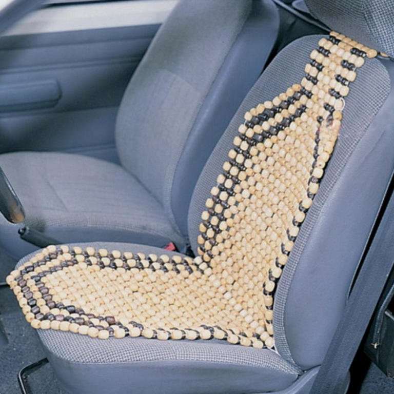 Masážní potah z dřevěných korálků do auta