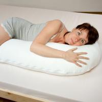 Tvarovaný polštář pro spaní na boku - 1/3