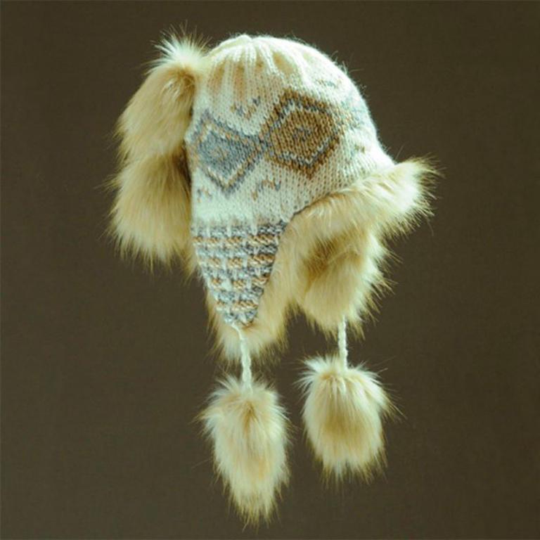 Dámská zimní čepice s kožešinou bílá - 1