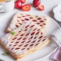 Jahodový koláč s mřížkou