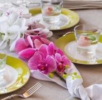 Dekorace z umělých orchidejí