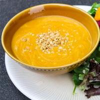 2 recepty, podle kterých se vám dýňová polévka perfektně povede